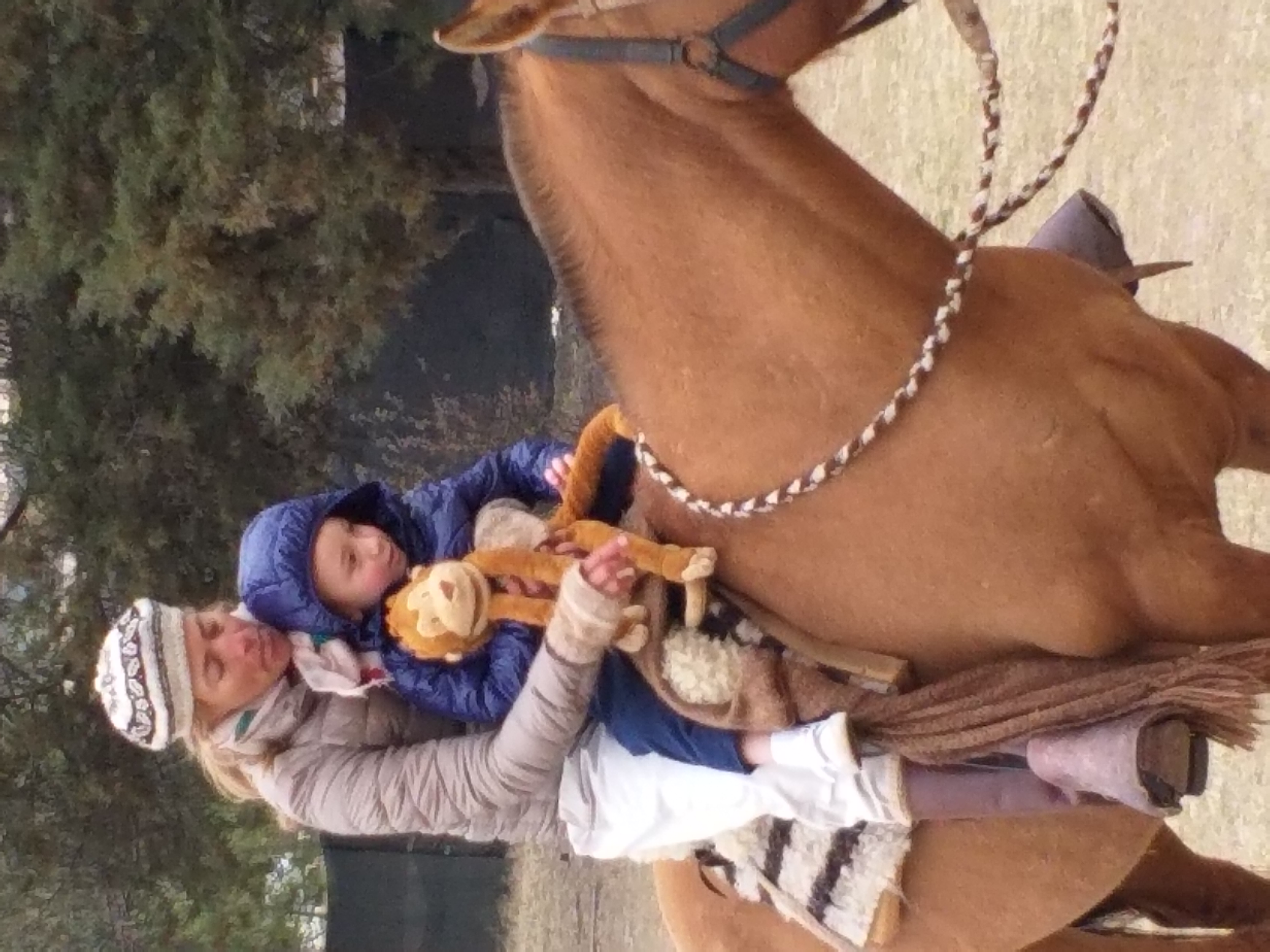 3 Riding Gato with Miss Ceci and Mr Monkey - Nivel Inicial